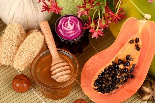 Папайя и мед помогут сохранить молодость