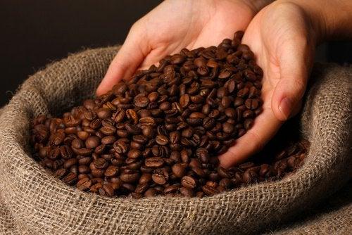 Натуральный кофейный крем и уход за кожей вокруг глаз
