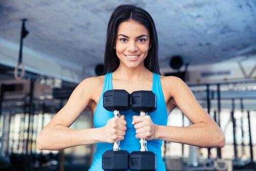 Мышцы пресса и гантели