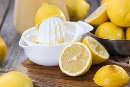 Лимонный сок и запах лука