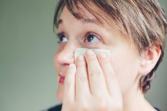 Полезные свойства петрушки и уход за кожей вокруг глаз