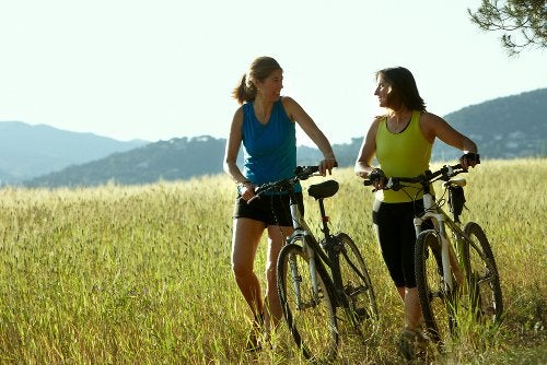 Катание на велосипеде и упражнения на велотренажере отлично регулируют высокое давление