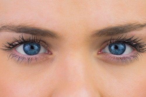 Опухшие глаза и задержка жидкости
