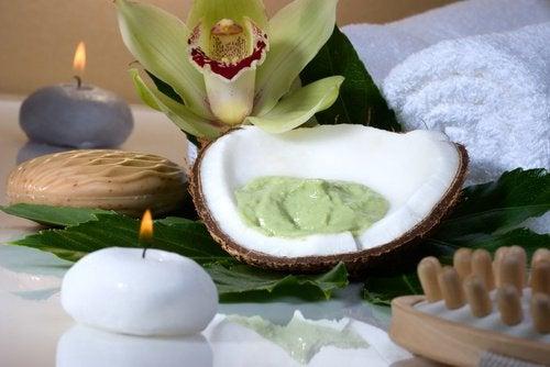 Авокадо и масло кокоса сделают волосы красивыми