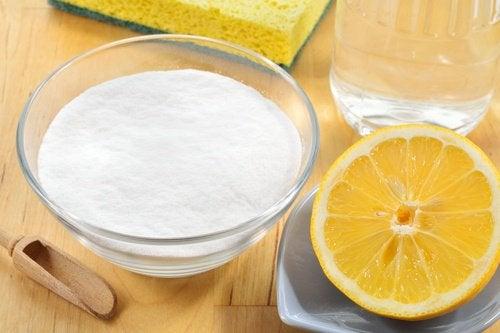 Убрать пестициды при помощи соды уксуса и лимона