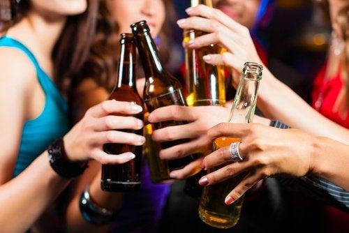 Излишек алкоголя вызывает мигрень