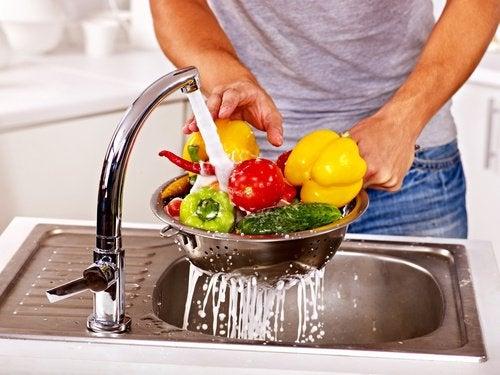 Как убрать пестициды из овощей