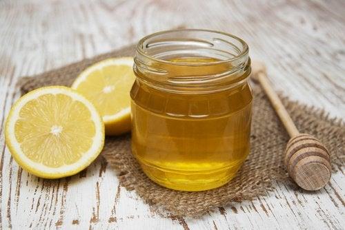 Лимон и мед выпрямят волосы