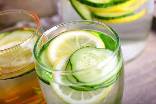 Огуречная вода: диуретик, который помогает вывести токсины и похудеть