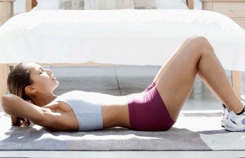 Упражнение укрепит живот