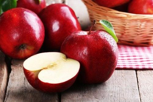 Яблоки и фрукты