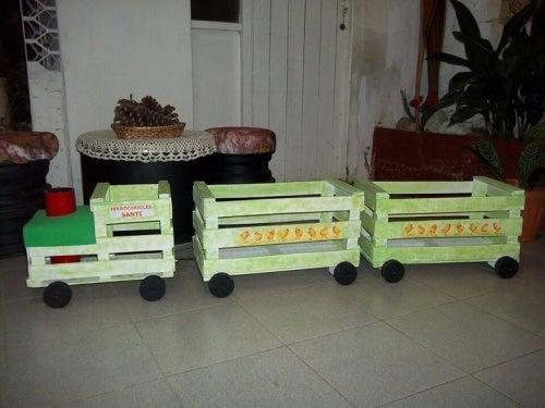 Ящики и поезд для детей