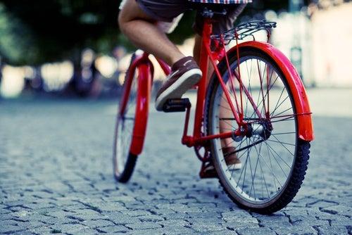 Ехать на велосипеде и упражнения