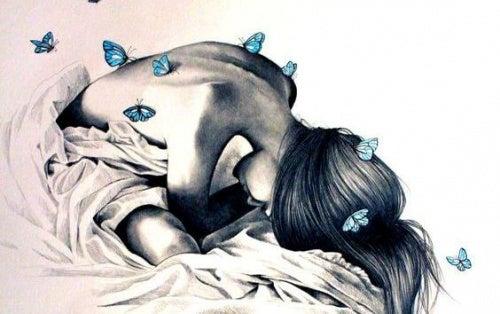 Женщина с бабочками на спине