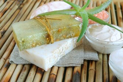 Как сделать увлажняющее мыло на основе алоэ в домашних условиях?