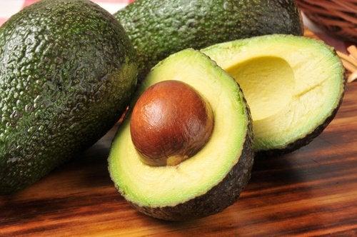 Авокадо и фрукты