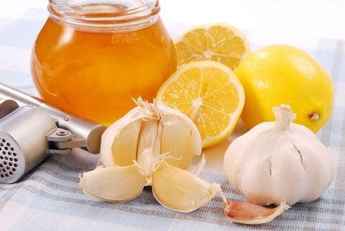 Чеснок и мед органического происхождения