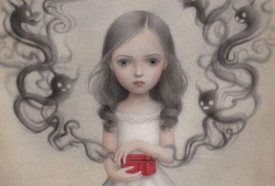Девочка открывает красную коробочку и личное пространство