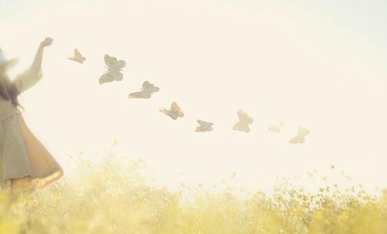 Девочка с бабочками и одиночество