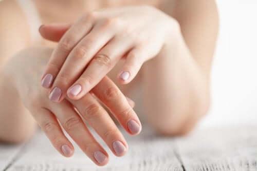 6 домашних рецептов, чтобы уменьшить раздражение кожи рук