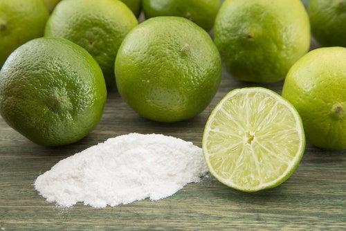 Сочетание лимона и пищевой соды нейтрализует неприятный запах