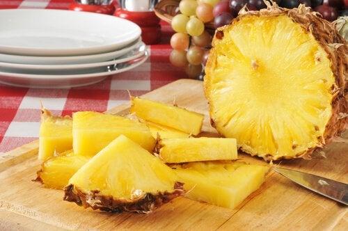 Маска из ананаса поможет убрать морщины