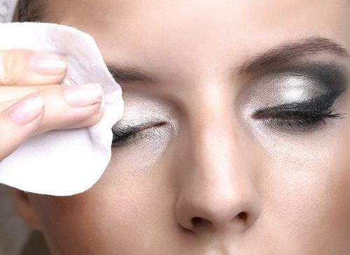 Снятие макияжа и оливковое масло