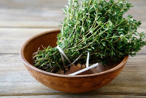 Тимьян и розмарин регулируют избыточное потоотделение и неприятный запах