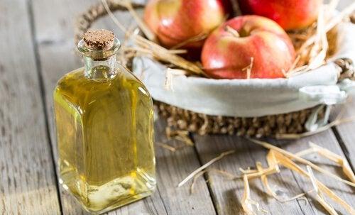 Яблочный уксус поможет избавиться от грибка ногтей