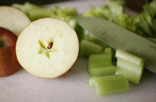 Яблоко и сельдерей