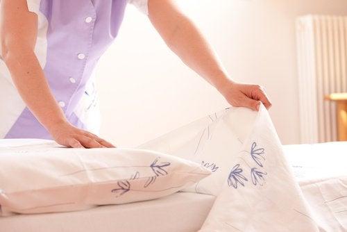Спальня и уборка кровати