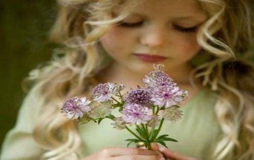 Девочка с цветами и счастье