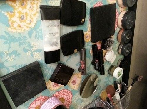 Ванная комната и косметика на магнитах