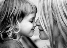 Любящая мать и ребенок