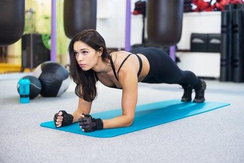 Планка поможет убрать жир с живота