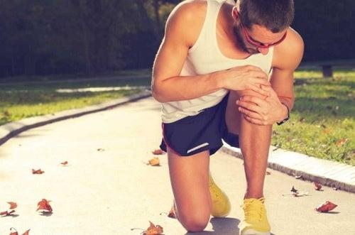 Признаки ишиаса: слабые колени