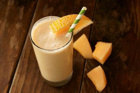 Коктейль из банана и дыни поможет снизить холестерин