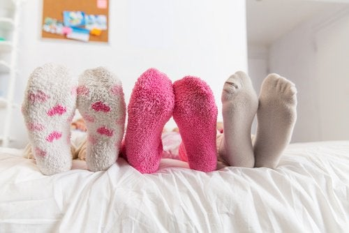 Спать в носках ночью