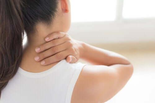 Напряжение и боль в шее: 6 наиболее вероятных причин