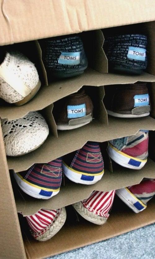 Найти место для хранения обуви и организовать пространство