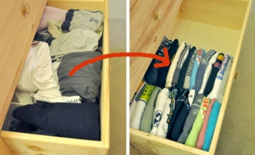 Чтобы организовать пространство для хранения научитесь укладывать футболки вертикально