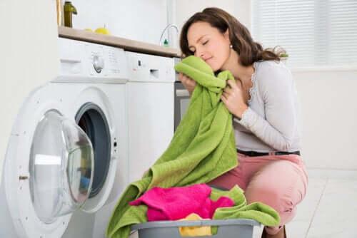 Как приготовить домашний кондиционер для белья?