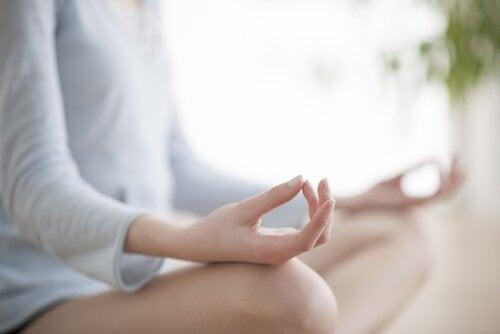 Быть счастливым позволит медитация
