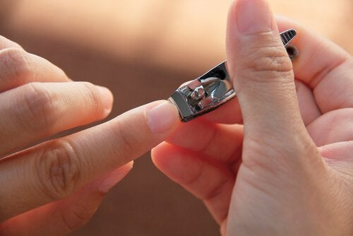 Маникюрные ножницы и предметы личного пользования
