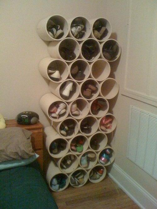 Чтобы организовать пространство в прихожей попробуй хранить обувь в специальных круглых контейнерах