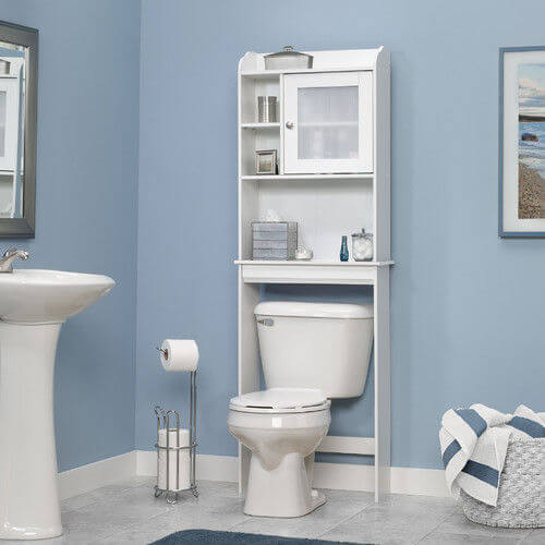 Ванная комната и стеллаж над унитазом