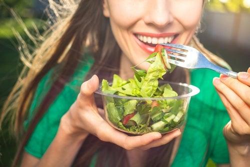 Салат и повышенная кислотность желудочного сока