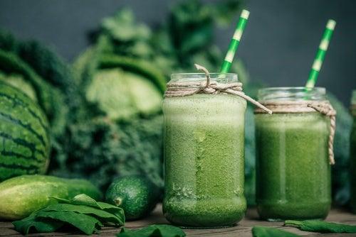 Зеленые коктейли и повышенная кислотность желудочного сока