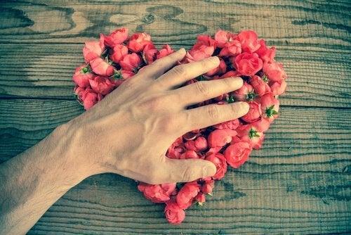 Рука на сердце