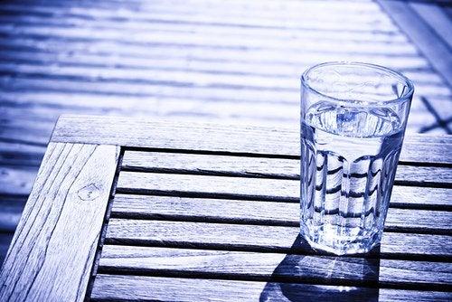 Стакан воды и тело